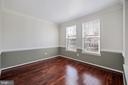 Living room w/crown molding  chair rail - 1306 MONROE ST, HERNDON