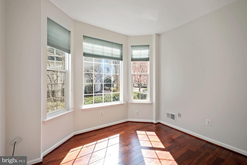 Another view of bright private study - 1306 MONROE ST, HERNDON