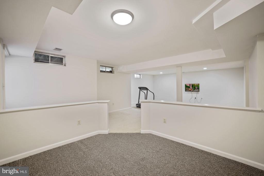 View of bonus area with knee walls - 1306 MONROE ST, HERNDON
