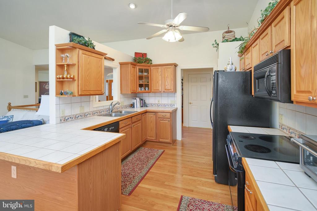 Incredible kitchen with all the amenities - 112 WOODLAWN TRL, LOCUST GROVE