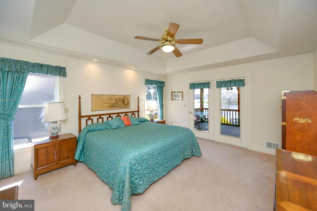 Expansive owner's suite with screened porch access - 112 WOODLAWN TRL, LOCUST GROVE