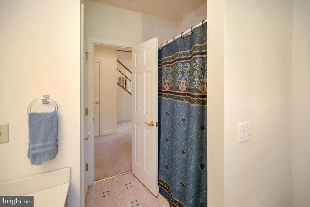 Full bath lower level - 112 WOODLAWN TRL, LOCUST GROVE