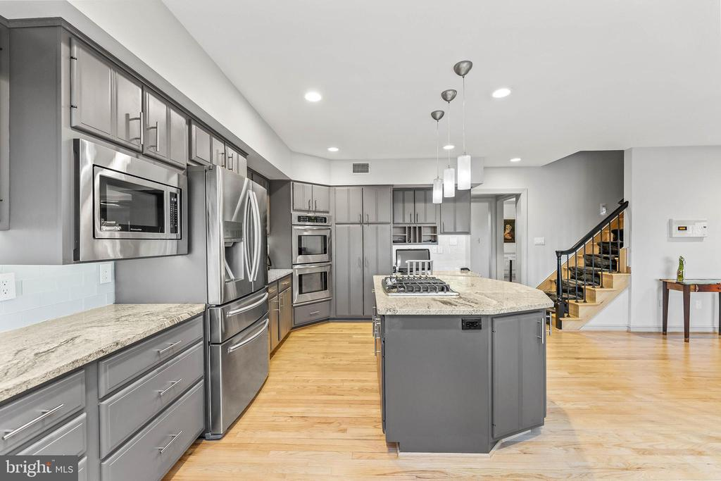 Gourmet Kitchen w/ Large Island and Back Stairway - 13219 LANTERN HOLLOW DR, NORTH POTOMAC