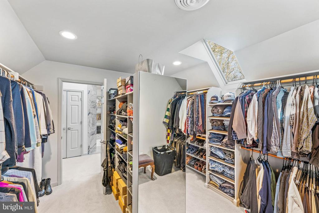 Owners' Suite Closet - 13219 LANTERN HOLLOW DR, NORTH POTOMAC