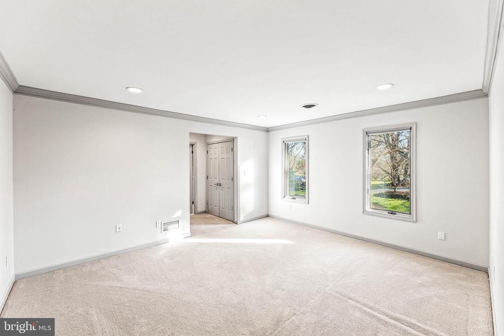 Bedroom w/ En Suite Bathroom - 13219 LANTERN HOLLOW DR, NORTH POTOMAC