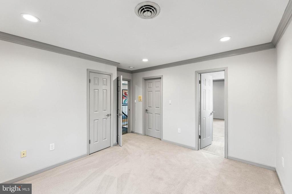 Bedroom w/ Jack and Jill Bathroom - 13219 LANTERN HOLLOW DR, NORTH POTOMAC