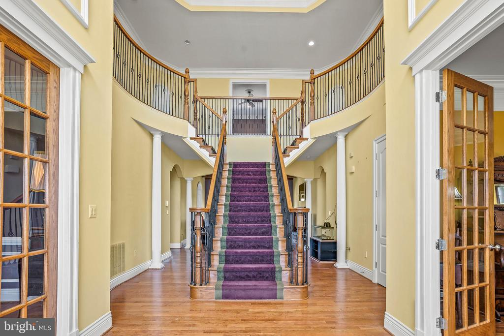 Welcoming Entry with Soaring two-story Ceiling - 11170 GEORGES MILL RD, LOVETTSVILLE