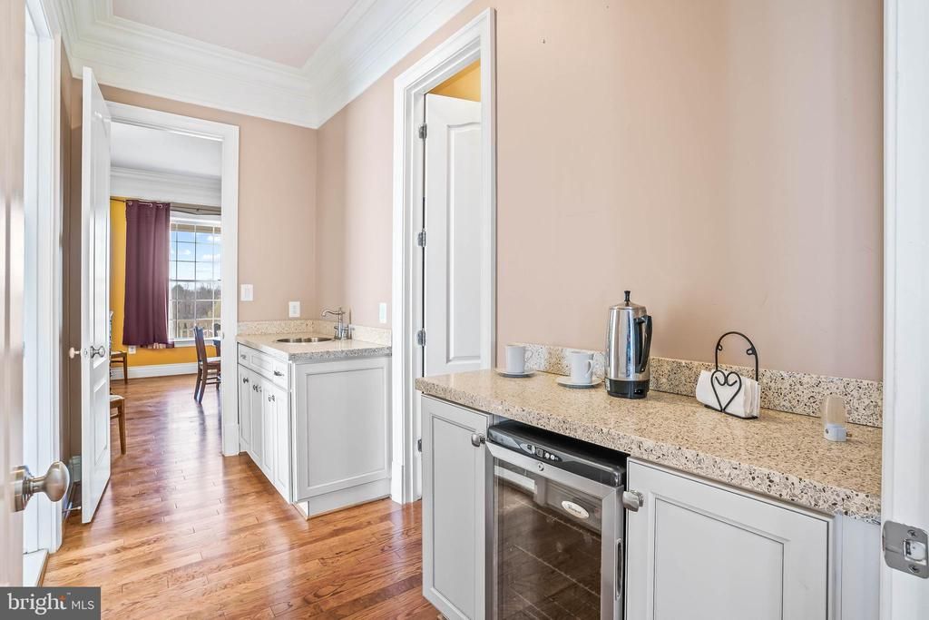 Coffee Station in Master Bedroom - 11170 GEORGES MILL RD, LOVETTSVILLE