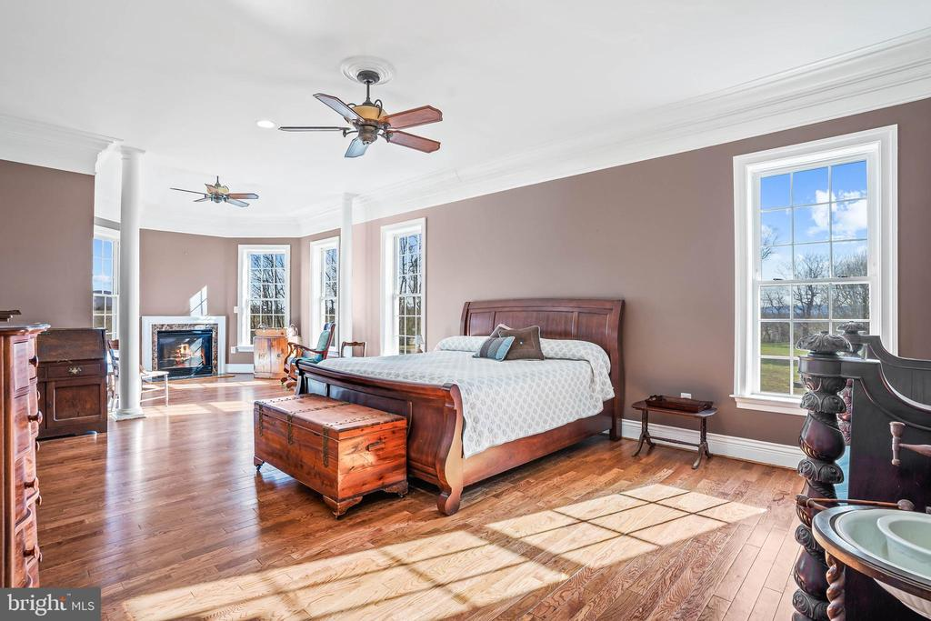 Master Bedroom Suite with Sitting Area - 11170 GEORGES MILL RD, LOVETTSVILLE
