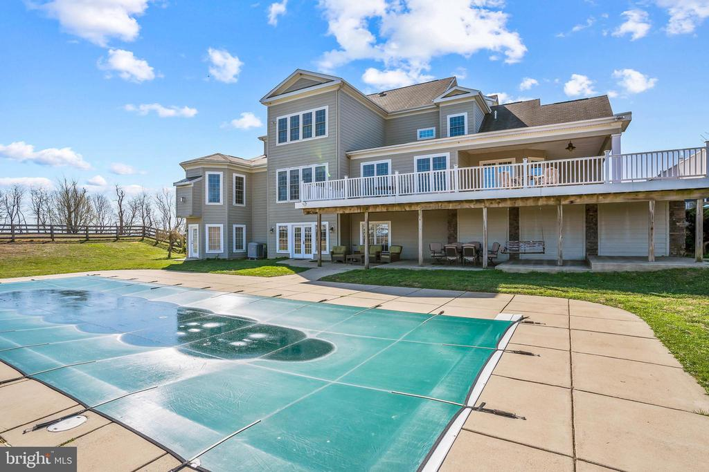 Large Heated Lap Pool Perfect for The Summer! - 11170 GEORGES MILL RD, LOVETTSVILLE