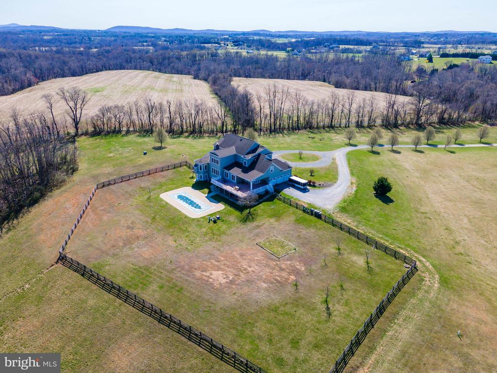 4 rail board fencing for your pets - 11170 GEORGES MILL RD, LOVETTSVILLE
