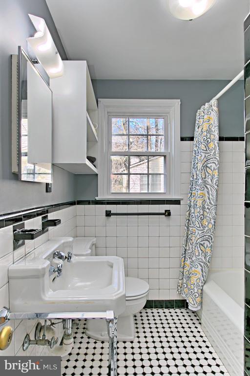 Main Level Bathroom - 1201 SEATON LN, FALLS CHURCH
