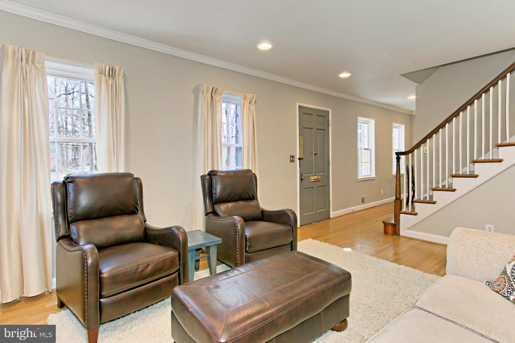Relax by the Fire - 1201 SEATON LN, FALLS CHURCH