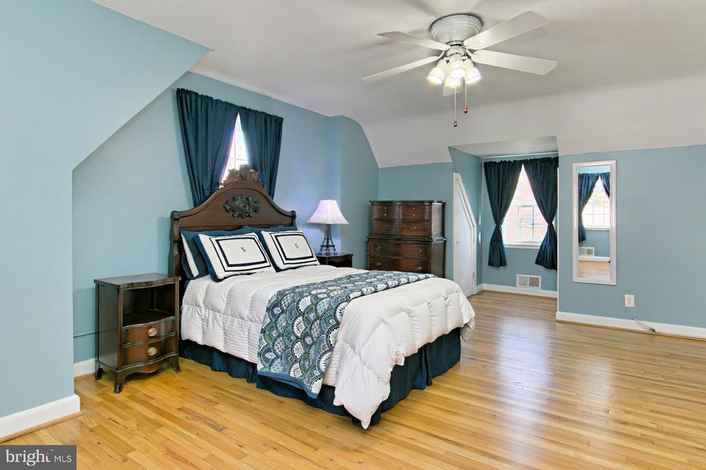 Upstairs Bedroom - 1201 SEATON LN, FALLS CHURCH