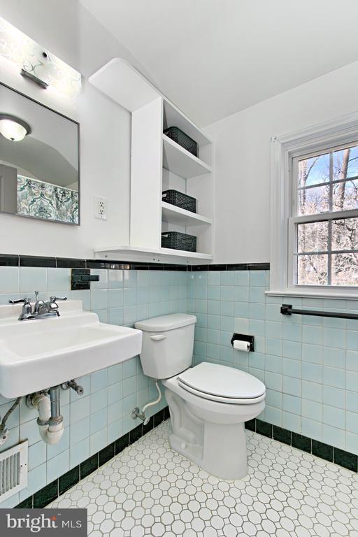 Upstairs Bathroom - 1201 SEATON LN, FALLS CHURCH