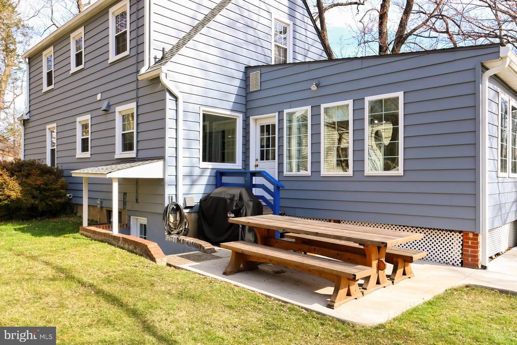 Have a picnic in your beautiful Backyard! - 1201 SEATON LN, FALLS CHURCH