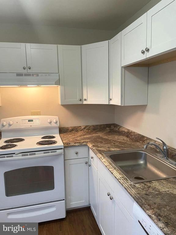 Appliances new as of 2017 - 302 MANOR CT, FREDERICK