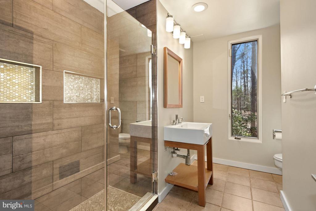 Main-Level Full Bathroom - 11510 SUBURBAN PL, FAIRFAX STATION