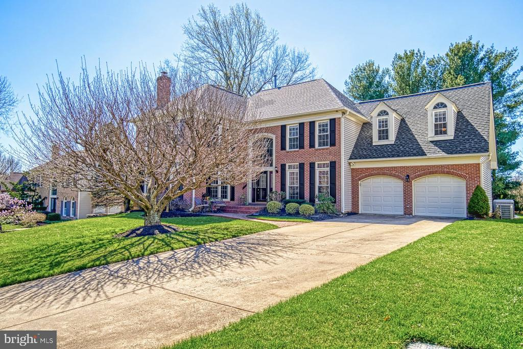 Stately 5 Bedroom, 5 Bath Home in Hampton Chase - 5523 ASHLEIGH RD, FAIRFAX