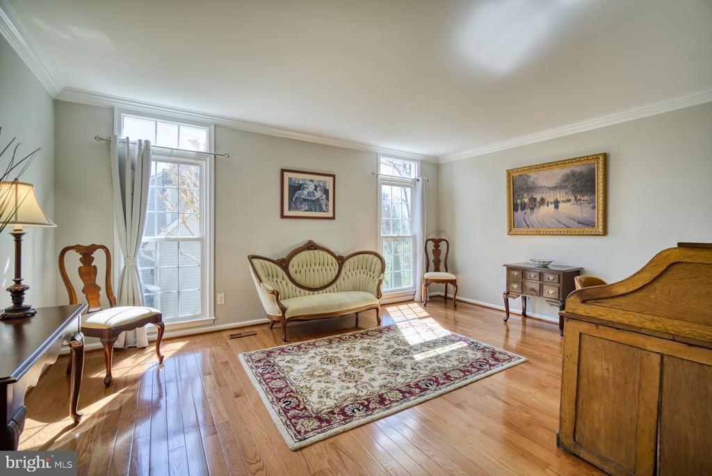 Cozy Living Room for entertaining - 5523 ASHLEIGH RD, FAIRFAX