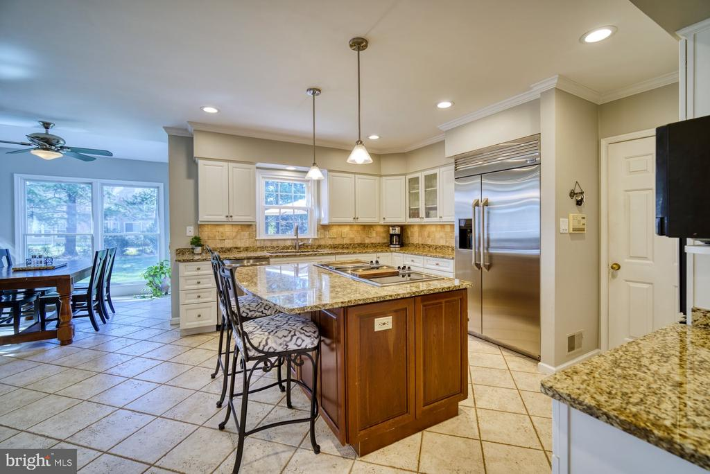 Gourmet Kitchen w/ Large Island - 5523 ASHLEIGH RD, FAIRFAX