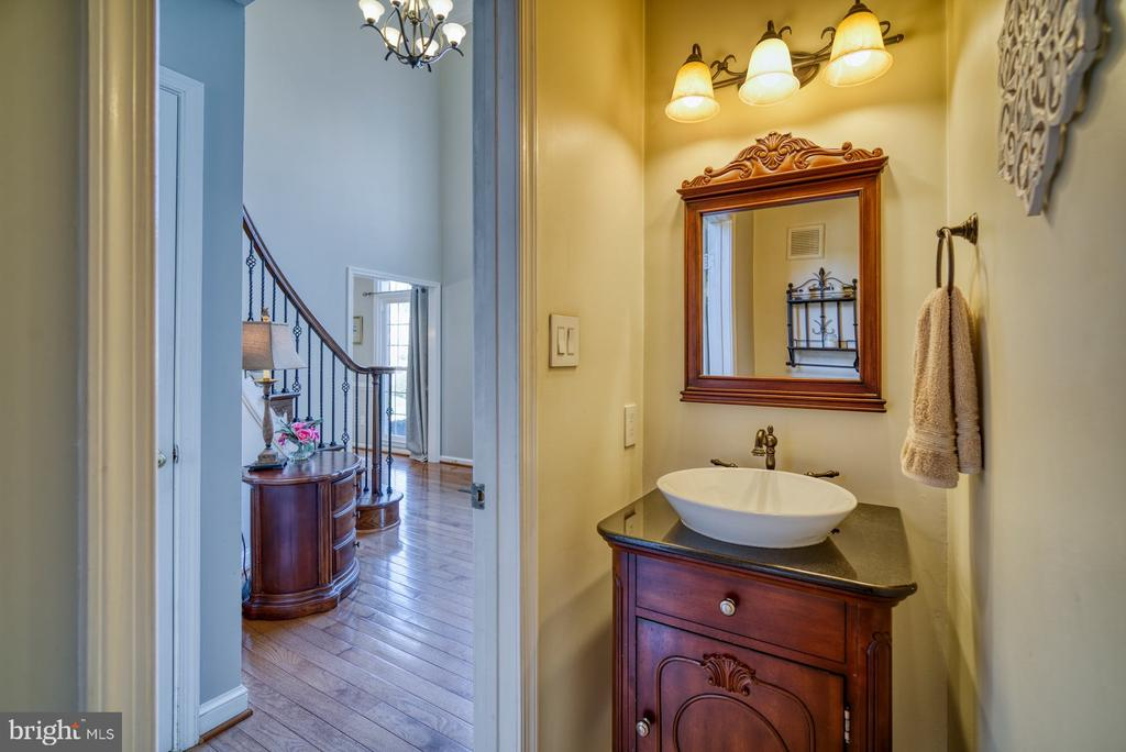 Main Level Powder Room - 5523 ASHLEIGH RD, FAIRFAX