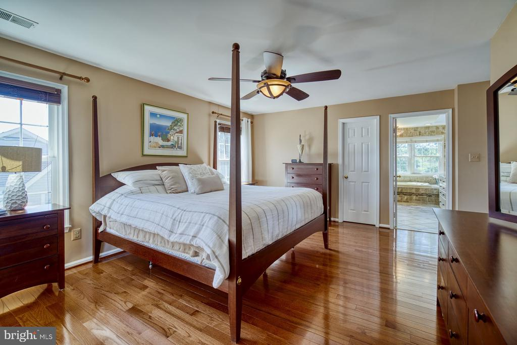 Luxury Master Suite with Sitting Area - 5523 ASHLEIGH RD, FAIRFAX