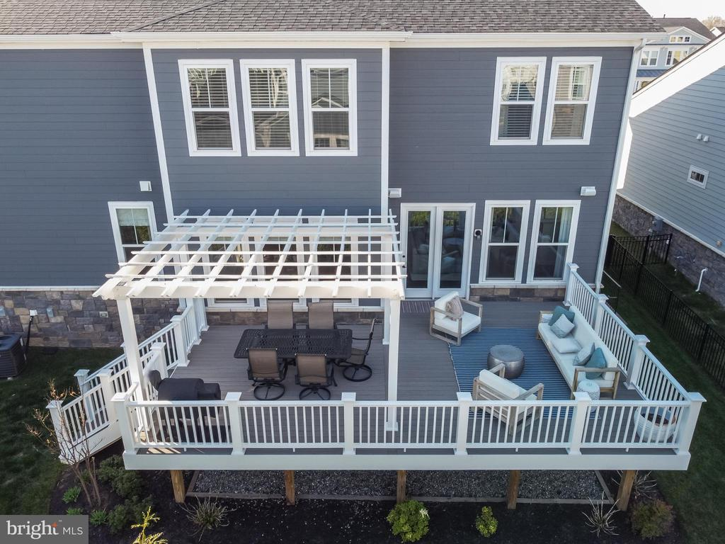 large deck/pergola and under deck storage - 1015 AKAN ST SE, LEESBURG