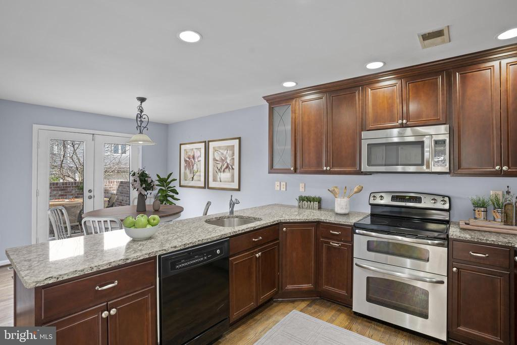 Spacious kitchen with granite countertops... - 10525 ELMENDEN CT, OAKTON