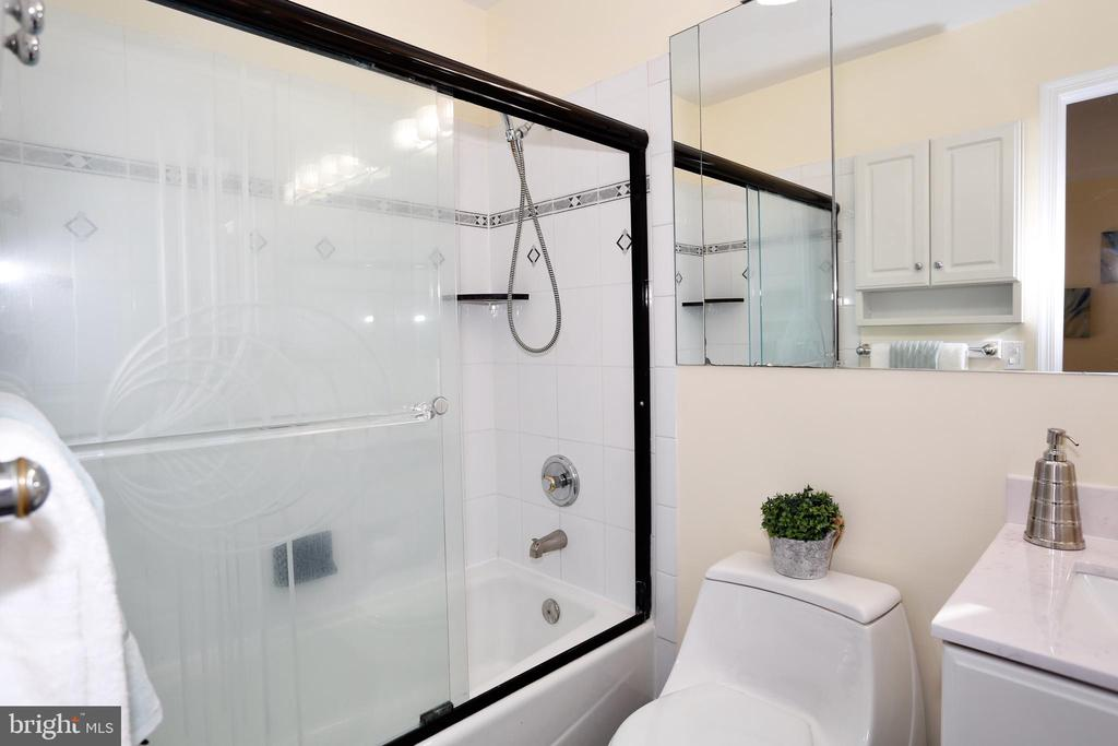 Master bathroom (newly remodeled) - 14908 TALKING ROCK CT, NORTH POTOMAC