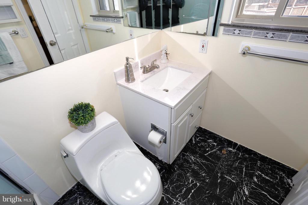Master bathroom - 14908 TALKING ROCK CT, NORTH POTOMAC