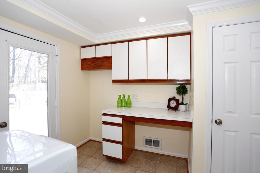 Laundry room and storage with walk-out to deck - 14908 TALKING ROCK CT, NORTH POTOMAC