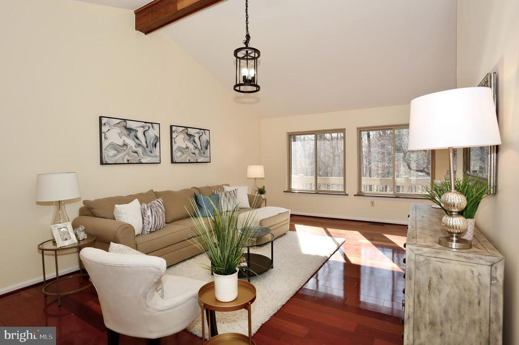 Living room with beautiful hardwood floor - 14908 TALKING ROCK CT, NORTH POTOMAC