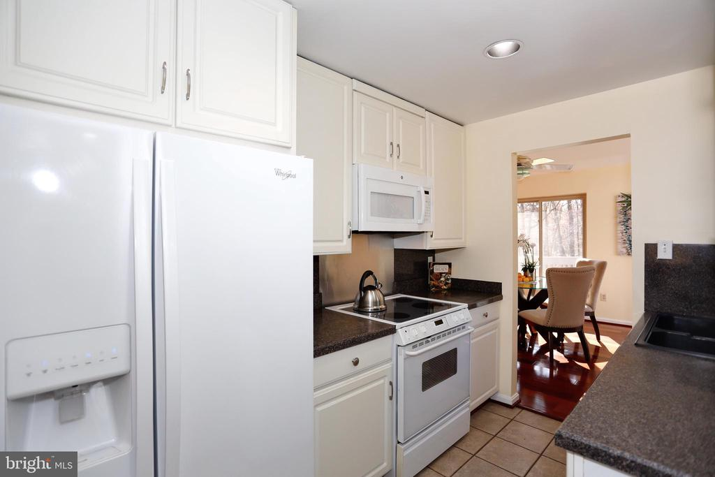 Kitchen with recent appliances - 14908 TALKING ROCK CT, NORTH POTOMAC