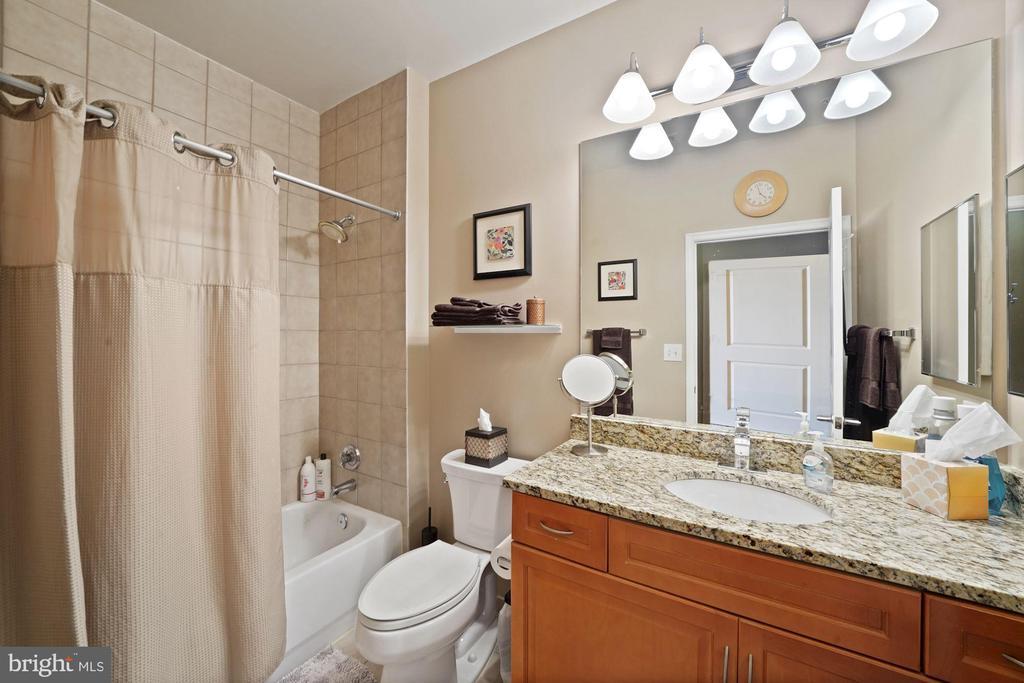 Updated bathroom! - 1111 25TH ST NW #918, WASHINGTON