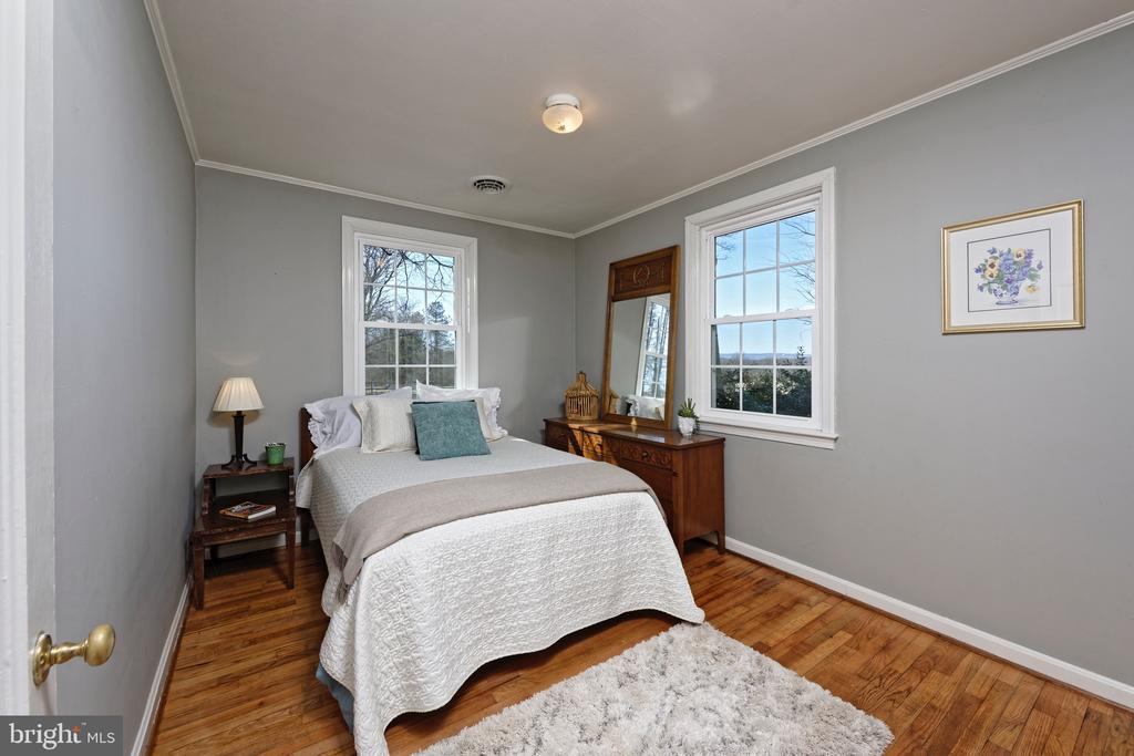 #1 Guest bedroom in tenant house - 21943 ST LOUIS RD, MIDDLEBURG
