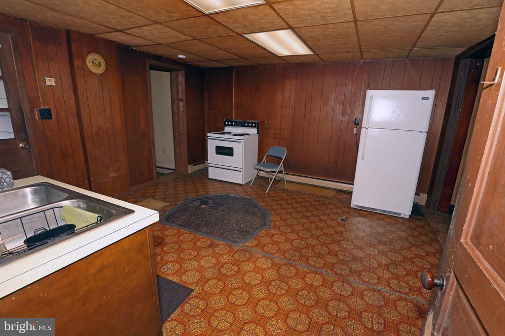 Kitchen - 818 N MARKET ST, FREDERICK