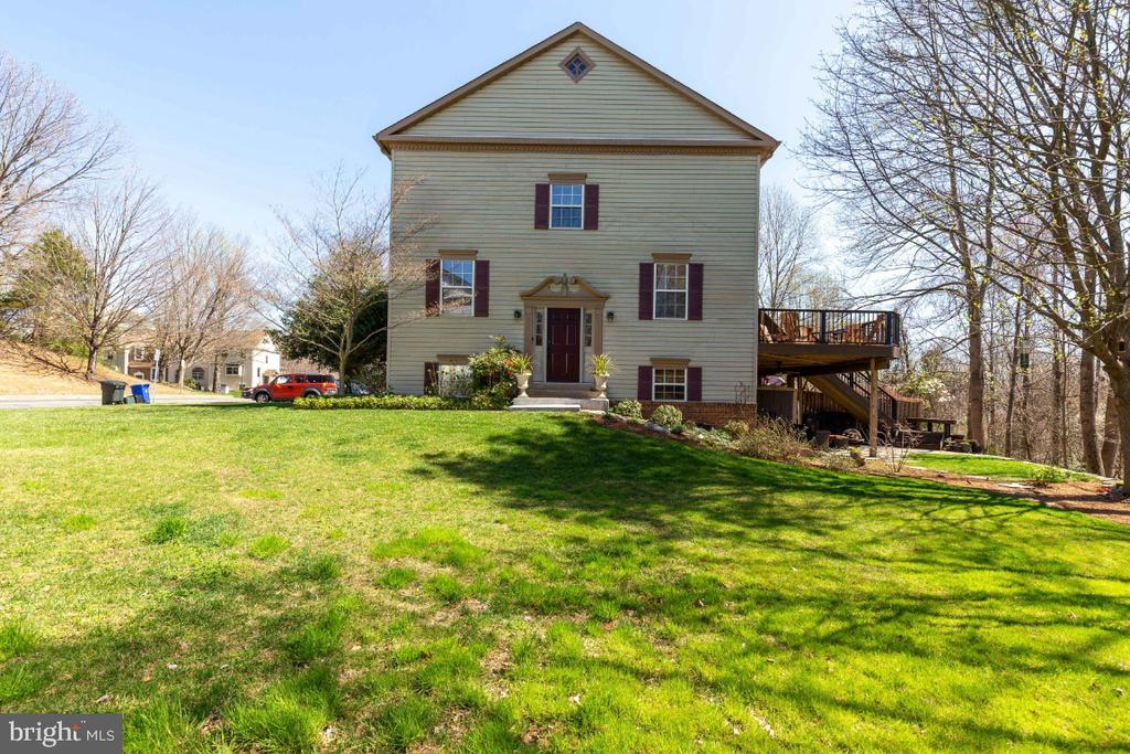Minutes to Burke/Rolling Rd VRE. - 5731 MASON BLUFF DR, BURKE