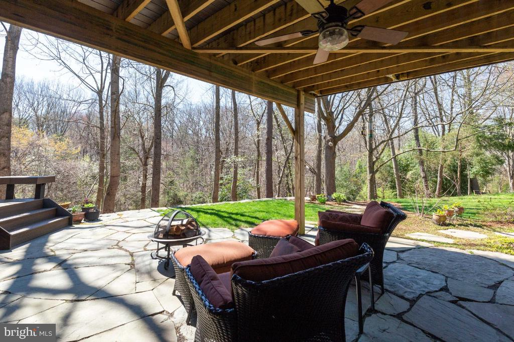 Incredible patio with private views of woods - 5731 MASON BLUFF DR, BURKE