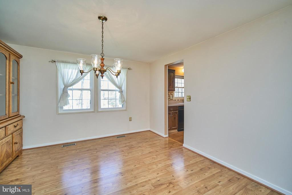 Formal Dining Room w/ Hardwood Floors - 9512 BURNING BRANCH RD, BURKE