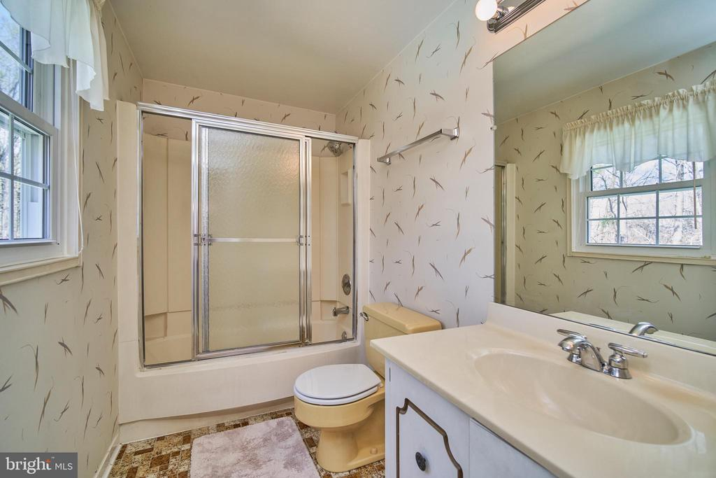 Master Bath with Separate Dressing Area - 9512 BURNING BRANCH RD, BURKE