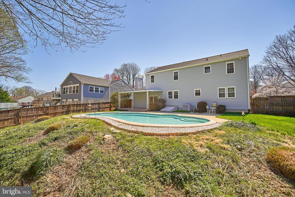 Beautiful Backyard with In-Ground Pool - 9512 BURNING BRANCH RD, BURKE
