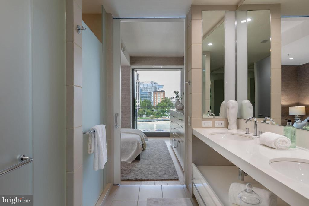 En Suite Bathroom - 920 I ST NW #510, WASHINGTON