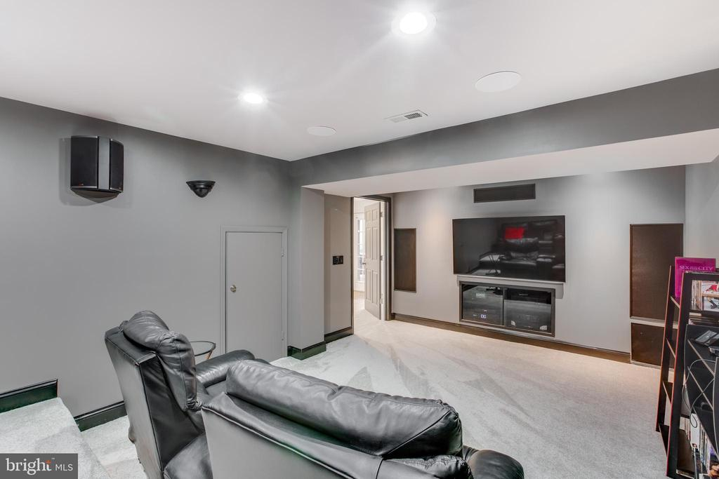 Spacious theater room! - 620 SE CURTIN PL SE, LEESBURG
