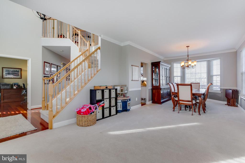 Large dining  and living room for entertaining - 620 SE CURTIN PL SE, LEESBURG