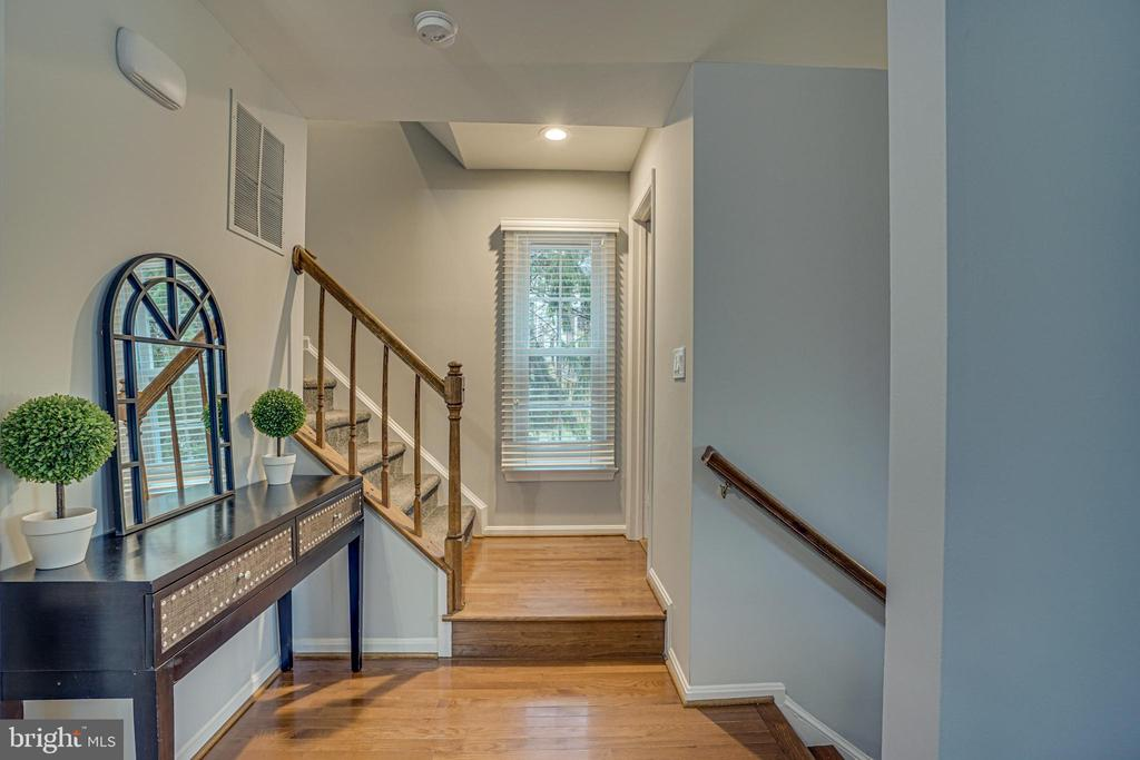 Landing at the top of the entrance stairs - 11811 GREAT OWL CIR, RESTON