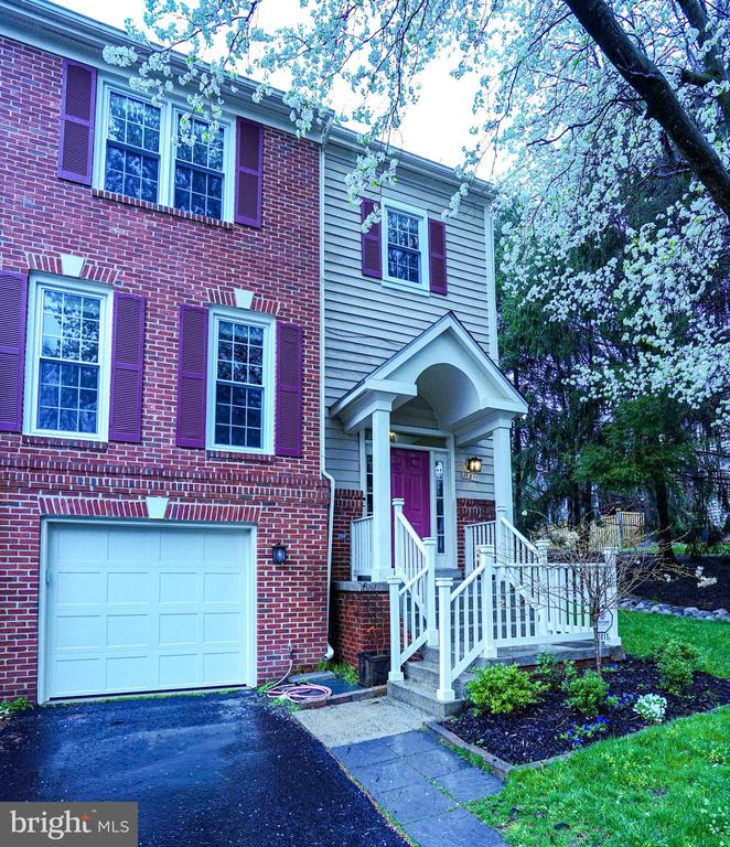 Home again with space to breathe! - 11811 GREAT OWL CIR, RESTON