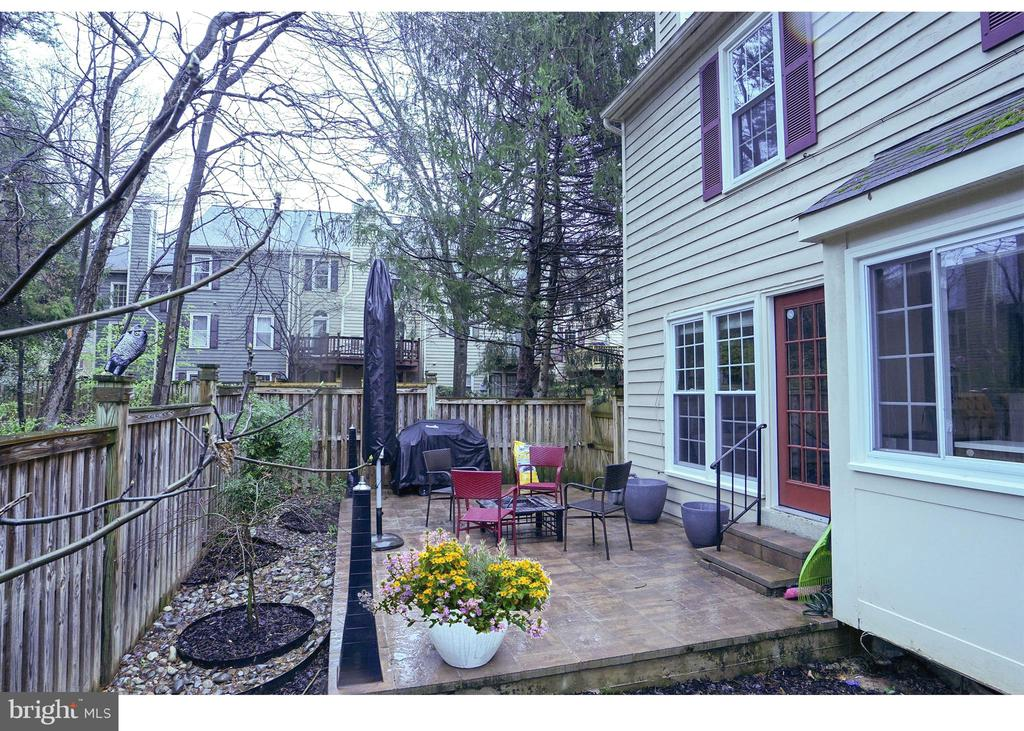 Great Back Yard patio and garden - 11811 GREAT OWL CIR, RESTON