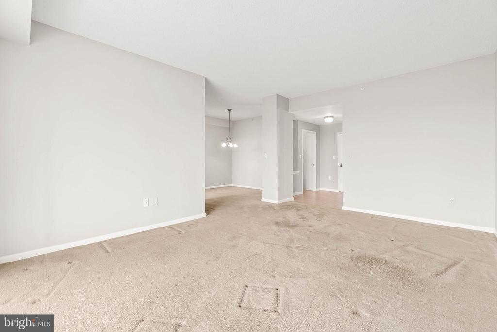 Large Living Area - 19375 CYPRESS RIDGE TER #516, LEESBURG