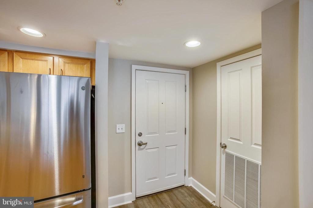 905 Entry door from inside - 1205 N GARFIELD ST #905, ARLINGTON